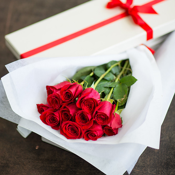 one dozen red roses in gift box send to philippines roses box to philippines. Black Bedroom Furniture Sets. Home Design Ideas