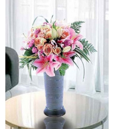 5 Pink lilies with 12 Champagne Roses