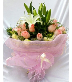 2 White Perfume lilies with18 Pink Roses