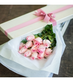 One Dozen Pink Roses in Gift Box Send to Philippines