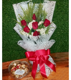 6 Pcs Red Roses in a bouquet with 8pcs/96g