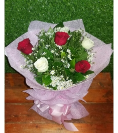 6 Pcs Red and White Roses in a Bouquet