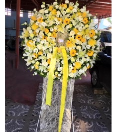 White and Yellow Flowers Arrangements Wreath