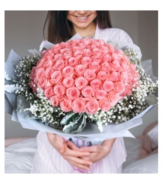 100 Blooms of Pink Roses in a Bouquet