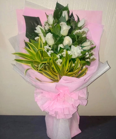 Bunch of 12 White Roses Bouquet