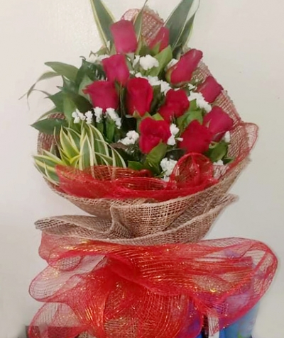 Bunch of Pretty 12 Red Roses