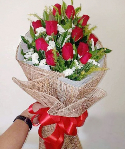 Beautiful Bunch of 12 Red Roses Bouquet